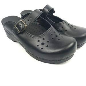 Like new Sanita Danish leather clogs -sz 7/7.5